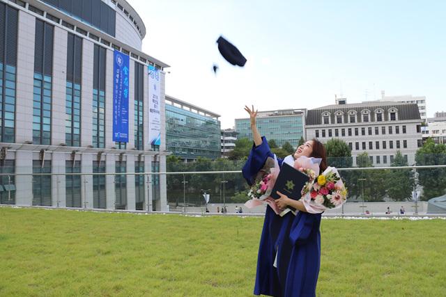 2019 08 23 Lee Rebecca Master Graduation 06.jpg