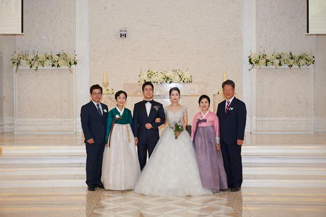 2019 05 18 David & Rebecca Lee Wedding 012.jpg