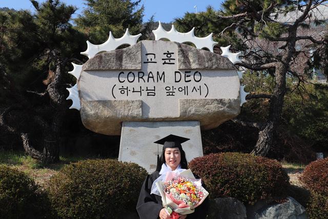 2020 02 20 Pauline Choi Graduation (5).jpg