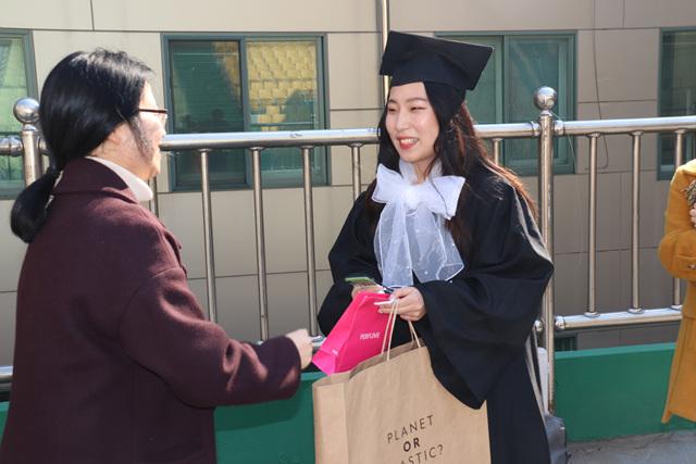 2020 02 20 Pauline Choi Graduation (85).jpg